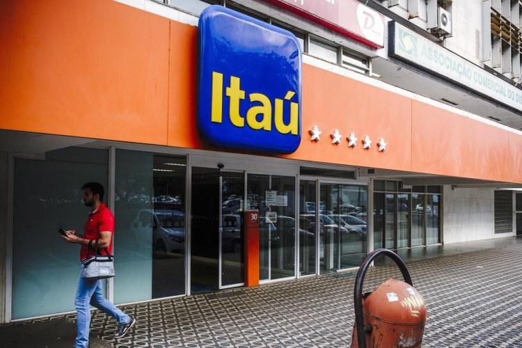 Itau Unibanco Holding SA Bank Branches As The Company Postpones Acquisition Of CorpBanc